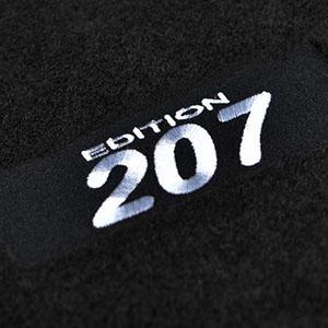 4 tapis sol moquette logo blanc specifique peugeot 207 for Moquette inondee 207